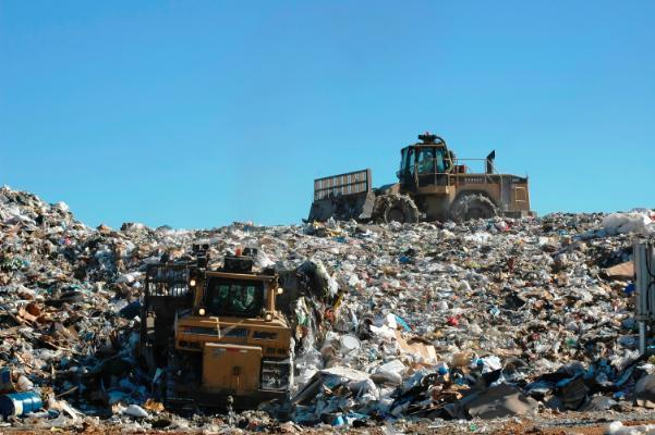 Equipment working on moving landfill garbage (JPG)